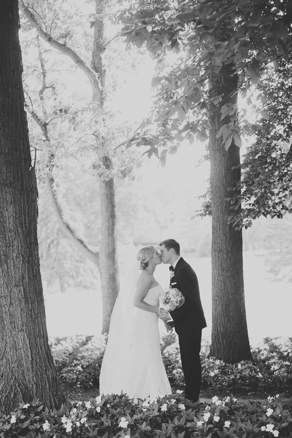 Columbus-Ohio-wedding-photographer-the-lakes-red-gallery-photography