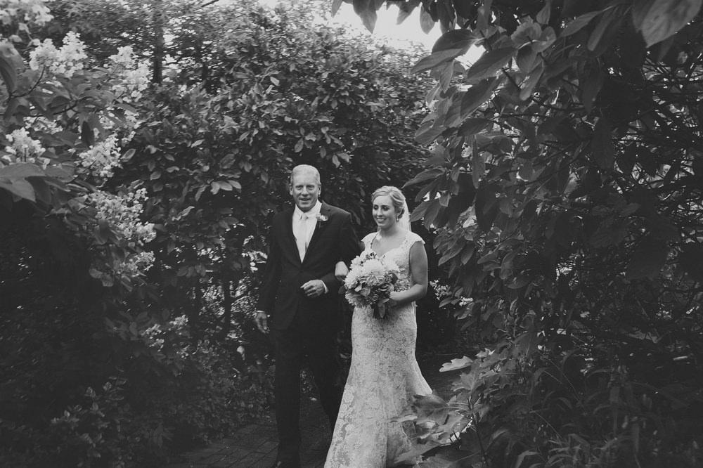 columbus-ohio-wedding-photographer-taylor-mansion-red-gallery-photo 34